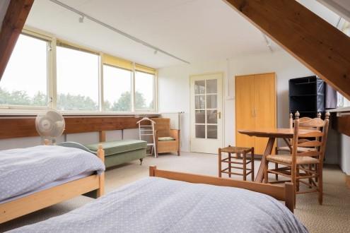 Koetshuis slaapkamer boven twee bedden2