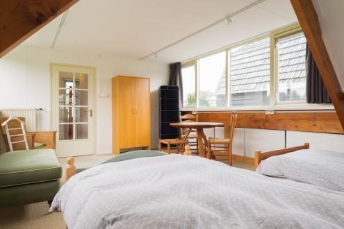 Koetshuis slaapkamer boven twee bedden4