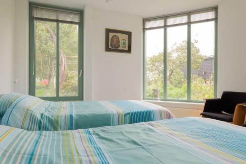 Koetshuis slaapkamer twee eenpersoonsbedden2