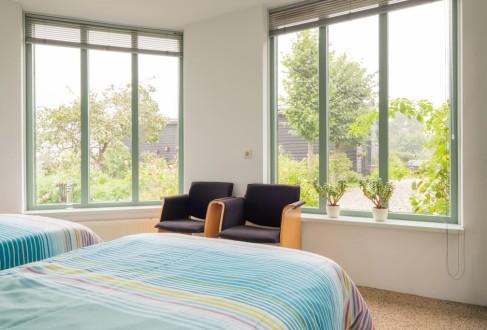 Koetshuis slaapkamer twee eenpersoonsbedden1