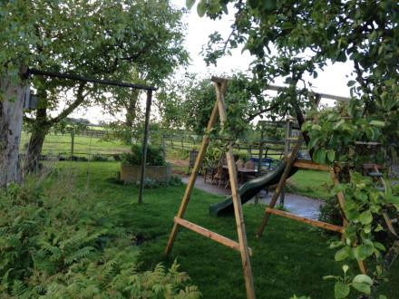 Koetshuis tuin speeltoestellen diverse zitjes1
